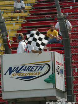 Checkered flag ends the morning practice