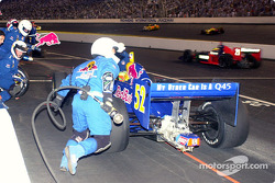 Tomas Scheckter comes in for a pit stop
