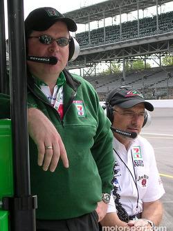 Tony Kanaan's engineer Eric Cowdin with kim Green