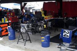 Dreyer & Reinbold crew repair Robbie Buhl's car