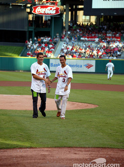 Visit at a St. Louis Cardinals baseball game: Gil de Ferran and Helio Castroneves