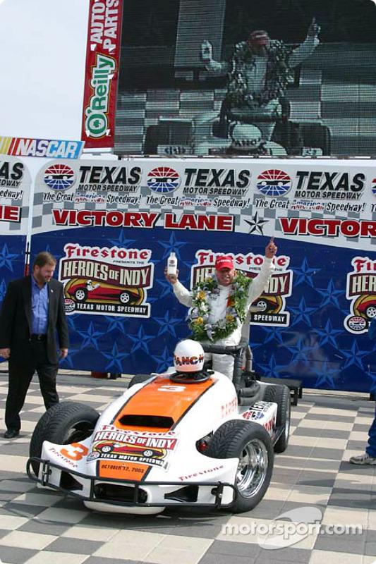 Pancho Carter célèbre la victoire