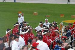 Scott Dixon's crew celebrates championship
