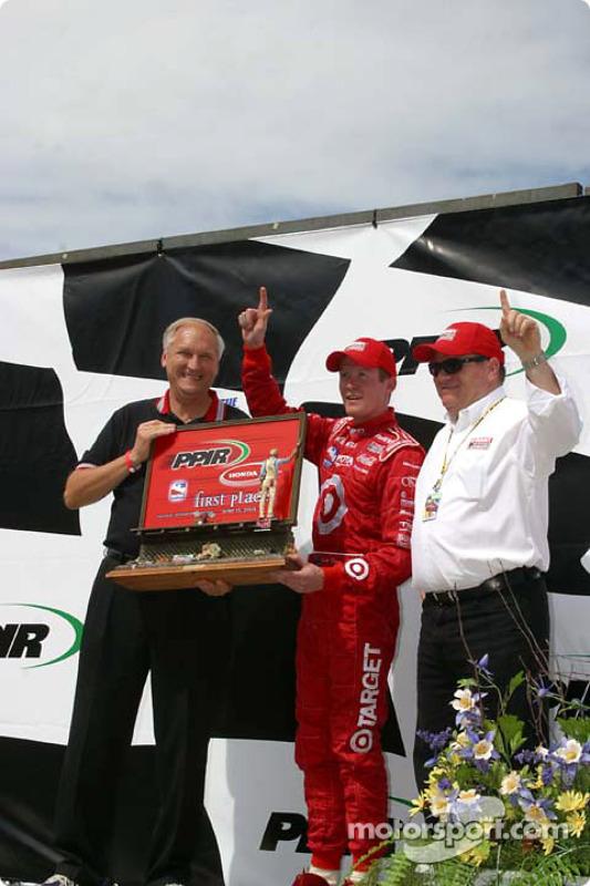le vainqueur Scott Dixon et Chip Ganassi