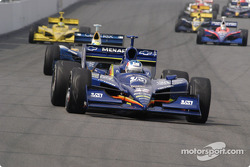 Townsend Bell leads a pack