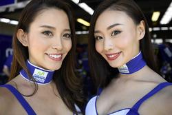 Chicas de la parrilla Yamaha