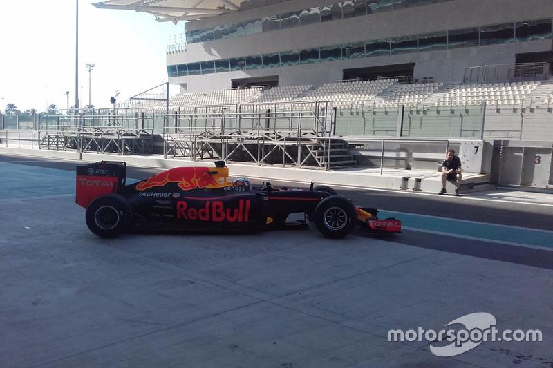 Pierre Gasly Red Bull prueba los neumáticos Pirelli 2017