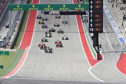 Lewis Hamilton, Mercedes AMG F1 W07 Hybrid führt vor Nico Rosberg, Mercedes AMG F1 W07 Hybrid; Daniel Ricciardo, Red Bull Racing RB12; Max Verstappen, Red Bull Racing RB12 beim Start