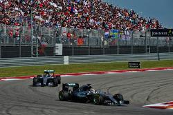 Льюис Хэмилтон, Mercedes AMG F1 W07 Hybrid, Нико Росберг, Mercedes AMG F1 W07 Hybrid