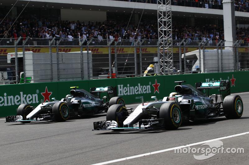 44 повних перших ряди Mercedes