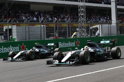 Lewis Hamilton, Mercedes AMG F1 W07 Hybrid and Nico Rosberg, Mercedes AMG F1 W07 Hybrid at the start of the race