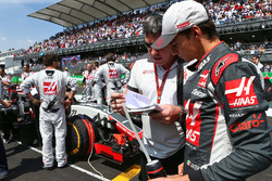 Esteban Gutierrez, Haas F1 Team on the grid