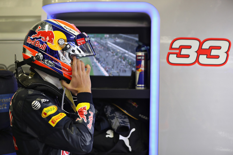 Sin embargo, antes de subir, fue sancionado con 5 segundos, y el podio caía en manos de Vettel