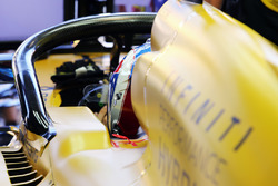 Jolyon Palmer, Renault Sport F1 Team RS16 con il dispositivo Halo