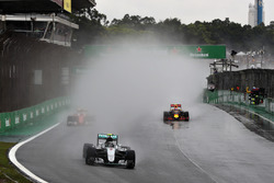 Nico Rosberg, Mercedes AMG F1 W07 Hybrid; Kimi Räikkönen, Ferrari SF16-H; Max Verstappen, Red Bull Racing RB12