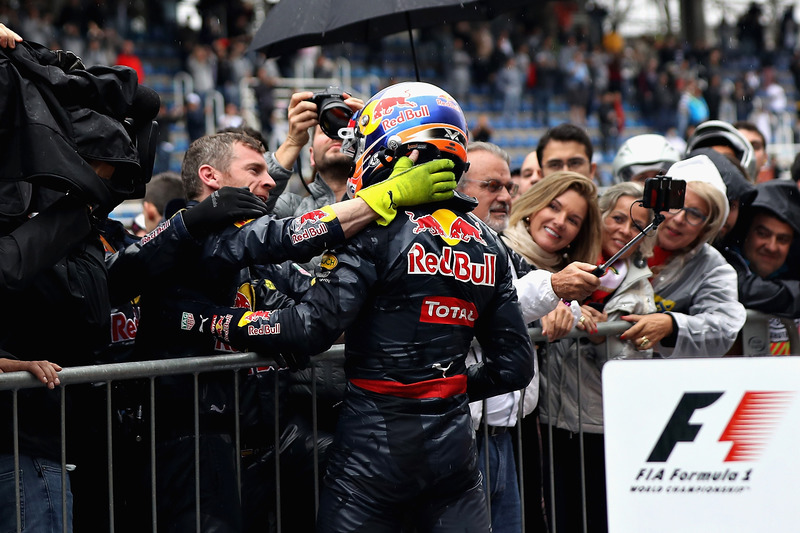 Max Verstappen, Red Bull Racing RB12 celebra su tercera posición en Parc Ferme