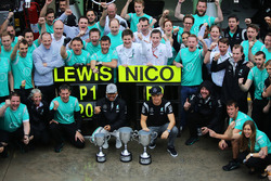 (L to R): Race winner Lewis Hamilton, Mercedes AMG F1 and second placed team mate Nico Rosberg, Mercedes AMG F1 celebrate with the team