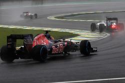 Daniil Kvyat, Scuderia Toro Rosso STR11; Valtteri Bottas, Williams FW38