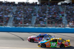 Kyle Busch, Joe Gibbs Racing Toyota, A.J. Allmendinger, JTG Daugherty Racing Chevrolet