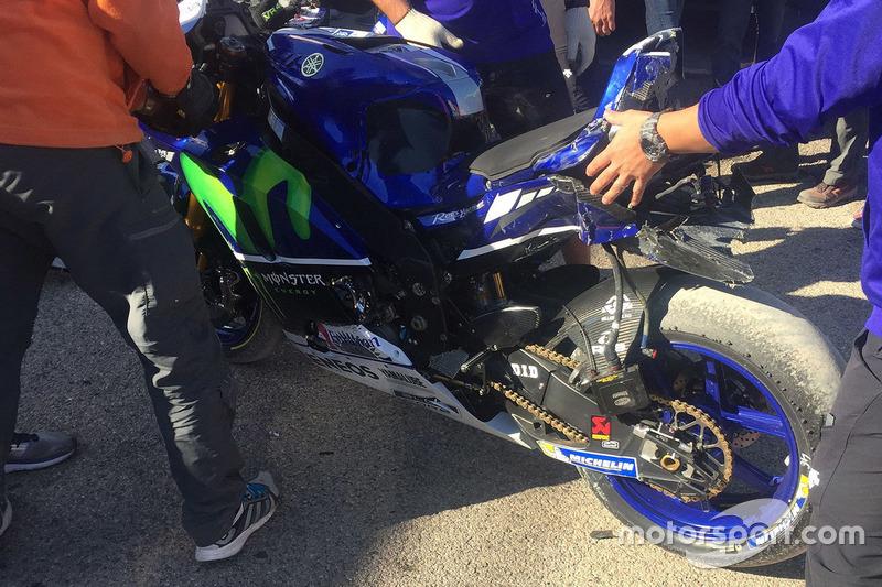 La moto de Valentino Rossi, Yamaha Factory Racing bike après sa chute