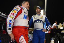 Tony Stewart, Stewart-Haas Racing, Chevrolet; Jimmie Johnson, Hendrick Motorsports Chevrolet