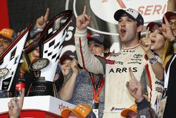 Il campione 2016 e vincitore della gara Daniel Suarez, Joe Gibbs Racing Toyota