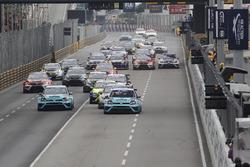 Старт: лидрует Стефано Комини, Leopard Racing Team Volkswagen Golf GTI