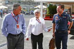 Chase Carey, Formula One Group Vorsitzender mit Bernie Ecclestone und Christian Horner, Red Bull Racing Teamchef