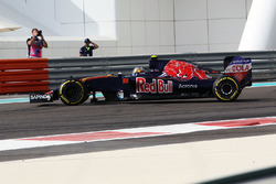 Carlos Sainz Jr, Scuderia Toro Rosso STR11 en tête-à-queue