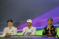 Conferencia de prensa: ganador de la pole Lewis Hamilton, Mercedes AMG F1, segundo lugar de Nico Rosberg, Mercedes AMG F1, tercer lugar Daniel Ricciardo, Red Bull Racing