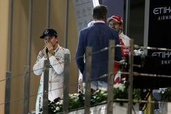 Campeón del mundo Nico Rosberg, de Mercedes AMG F1 celebra en el podio