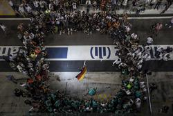 Nico Rosberg, Mercedes AMG F1, fête son titre mondial avec sa femme Vivian Rosberg et l'équipe