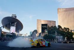 Kyle Busch, Joe Gibbs Racing Toyota en las calles de Las Vegas