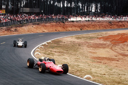 Chris Amon, Ferrari 312; Denny Hulme, Brabham BT24, Repco