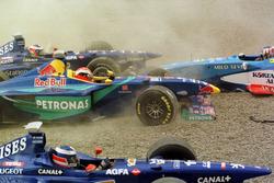 Kaza: Jarno Trulli, Olivier Panis, Prost AP01; Johnny Herbert, Sauber ve Alexander Wurz, Benetton