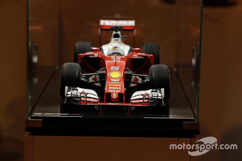 Une miniature Amalgam d'une Ferrari SF16-H