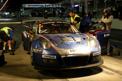 Пит-стоп: №66 Attempto Racing Porsche 991 GT3 R: Юрген Харинг, Майк Ханш, Дитмар Ульрих, Андреас Лим, Аркин Ака