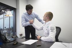 Valtteri Bottas, Mercedes, und Toto Wolff, Mercedes-Sportchef
