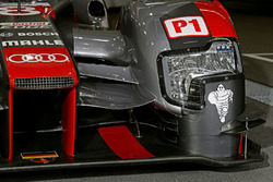 #8 Audi Sport Team Joest Audi R18 detail van de voorkant