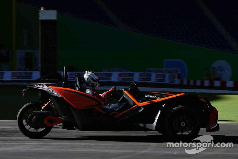 Sebastian Vettel pilote la Polaris Slingshot SLR