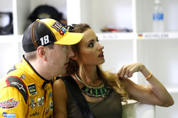 Kyle Busch con su esposa Samantha
