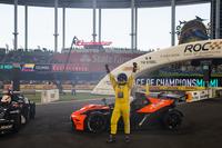 Juan Pablo Montoya, Şampiyonluğunu kutluyor