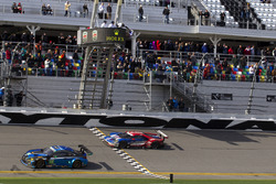 Checkered flag for #66 Ford Performance Chip Ganassi Racing Ford GT: Joey Hand, Dirk Müller, Sébastien Bourdais