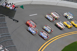 Start: #67 Ford Performance Chip Ganassi Racing Ford GT: Ryan Briscoe, Richard Westbrook, Scott Dixon leads