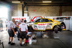 Car #24 Nissan Motorsport, Nissan GT-R Nismo GT3: Florian Strauss, Todd Kelly, Jann Mardenborough getting repared