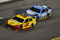 Joey Logano, Team Penske Ford, Kevin Harvick, Stewart-Haas Racing Ford
