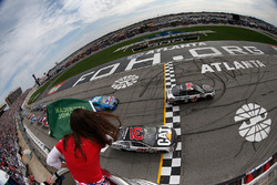 Start: Kevin Harvick, Stewart-Haas Racing Ford, en Ryan Newman, Richard Childress Racing Chevrolet