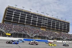 Kasey Kahne, Hendrick Motorsports Chevrolet en Aric Almirola, Richard Petty Motorsports Ford