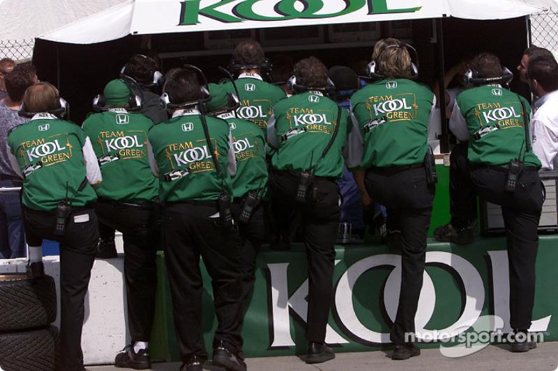 Team KOOL Green pitwall