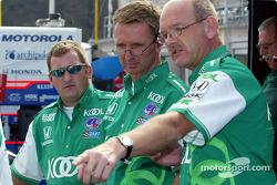 Travis Abel, Steve Challis y Stuart Kenworthy, miembros de la tripulación de TKG